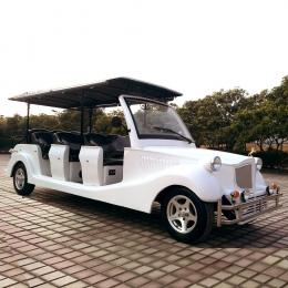 白色11座电动老爷车